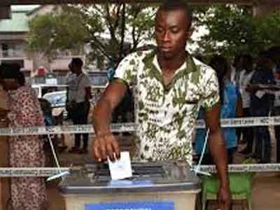 الناخبون في سيراليون يتوجهون الى صناديق الاقتراع لاختيار الرئيس