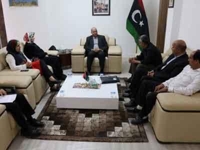 المجبري يلتقي أعضاء من المجلس البلدي حي الأندلس
