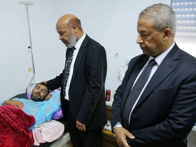 وزيرا الصحة والحكم المحلي يتفقدان الجرحى في مصحات القطاع الخاص