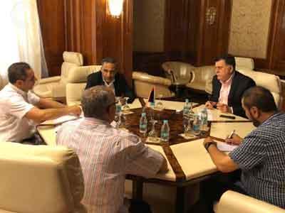 رئيس المجلس الرئاسي يبحث حل مشاكل الدقيق والأعلاف للقطاعين العام والخاص