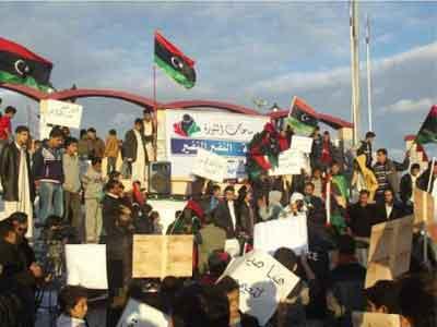 عدة مدن ليبية تشهد مظاهرات تحت شعار جمعة الشروق وليبيا دونها الموت والنفير النفير إلى أن يكتمل التحرير