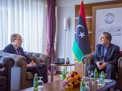 السويحلي يجتمع بـالكبير ويُطالب بحماية المقدرات الاحتياطية للشعب الليبي