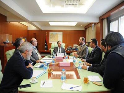 وزير المواصلات يجتمع بلجنتي شؤون طلبة الطيران