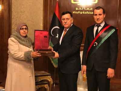 رئيس المجلس الرئاسي يستقبل أُم الشهداء رئيس المجلس الرئاسي يستقبل أُم الشهداء