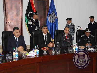 عبدالسلام عاشور يتسلّم مهامه رسميا وزيرا للداخلية بحكومة الوفاق الوطني