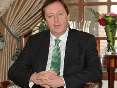 بيكر يرغب في زيارة بنغازي ومصراتة ويشير إلى علاقات تاريخية قوية بين بريطانيا وليبيا