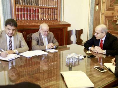 اجتماع بين محافظ المركزي ورئيس مصلحة التسجيل العقاري