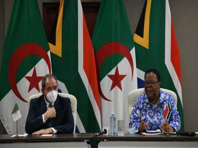 الجزائر وجنوب أفريقيا تدعوان الاتحاد الإفريقي لتكثيف جهوده للتسوية في ليبيا