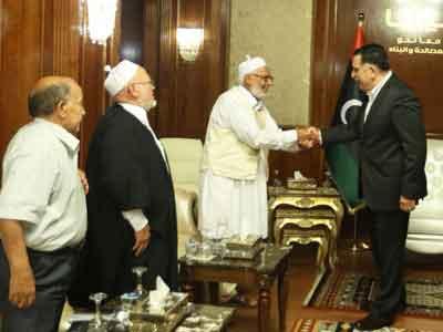 رئيس المجلس الرئاسي يجتمع مع وفداً من مجالس المصالحة بالبلديات