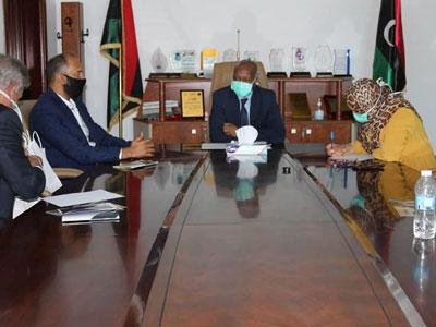 وزير العمل والتأهيل : تفعيل الشراكة بين القطاعين العام والخاص أمر ضروري