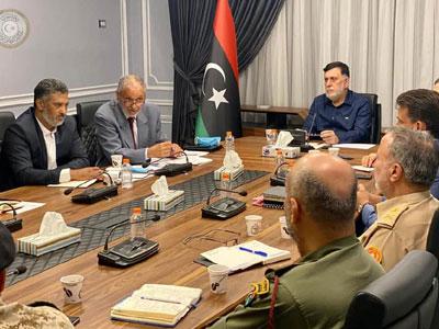 رئيس المجلس الرئاسي يبحث ملف الكهرباء وإجراءات الحماية والتصدي للاعتداءات على المحطات