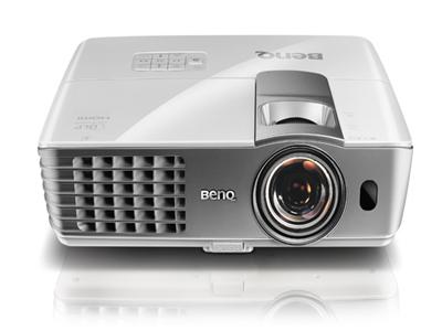 بينكيو تعرض أجهزة إسقاط ضوئي مبتكرة مخصصة للتعليم