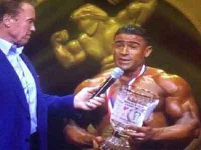 بطل ليبيا كمال القرقني يتوج بذهبية كلاسيك المحترفين في بناء الأجسام