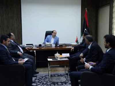 معيتيق يلتقي وزير الاقتصاد ورئيس النقابة العامة للتشييد والإنشاءات