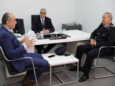 وزير الداخلية يجتمع مع رئيسي مصلحتي الأحوال المدنية والجوازات والجنسية