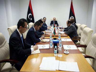 الدكتور عماري زايد يجتمع وزير التعليم ورئيس مجلس إدارة شركة المدار الجديد بشأن تنفيذ مشروع التعليم التفاعلي