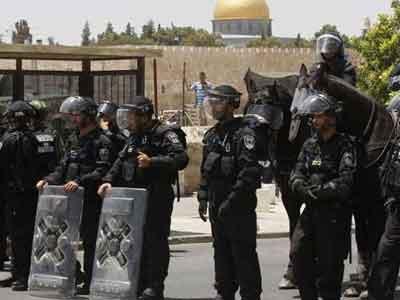 قوات الاحتلال تنصب عددا من الحواجز شمال وشرق الخليل