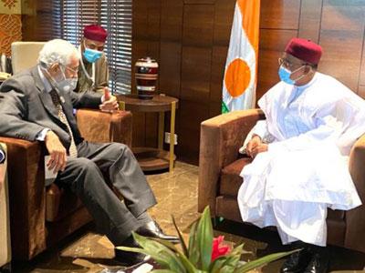 سيالة يطلع رئيس النيجر على الأوضاع الراهنة في ليبيا