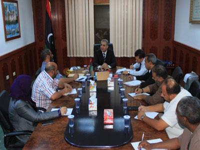 وزير العدل بحكومة الإنقاذ الوطني يجتمع بمدراء ورؤساء الإدارات بالوزارة