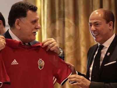 الاتحاد الليبي لكرة القدم يُسلم السرّاج غلالة المنتخب الوطني الحعفري والسراج